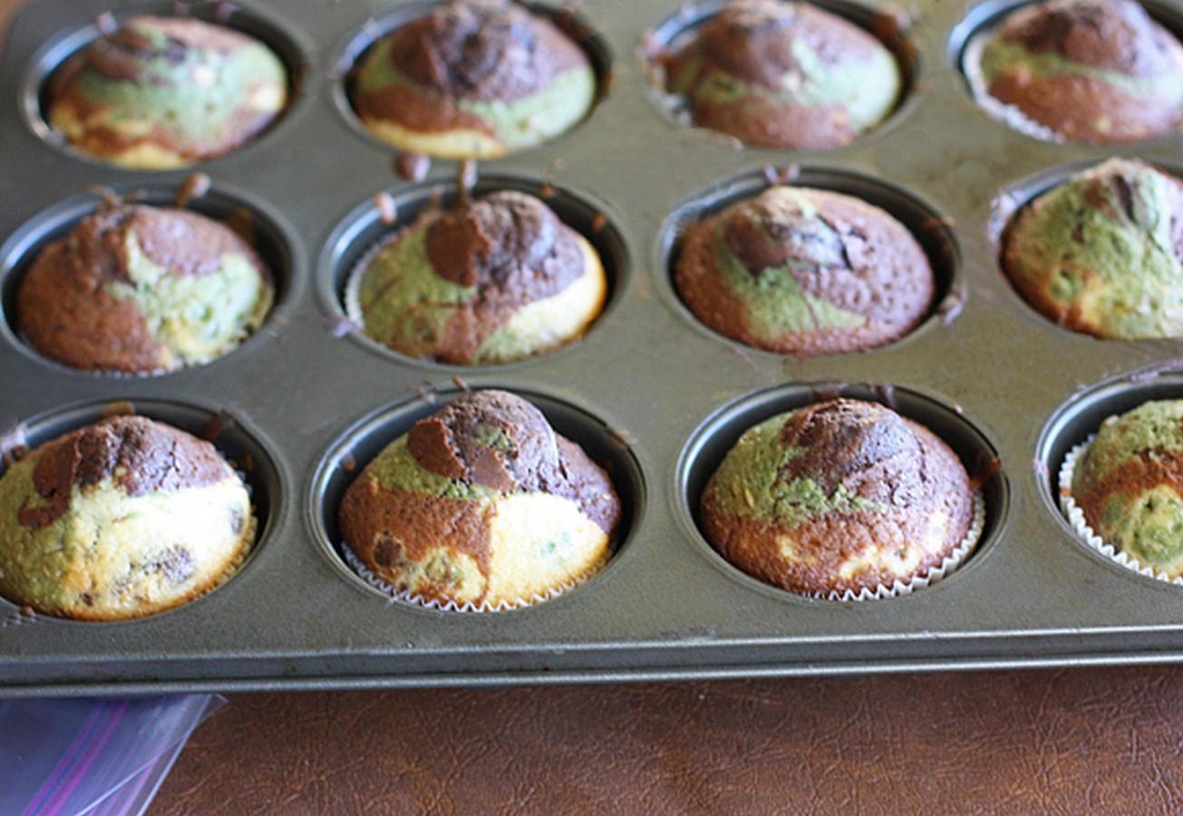 2012-11-12-camo-cupcakes-baked-580