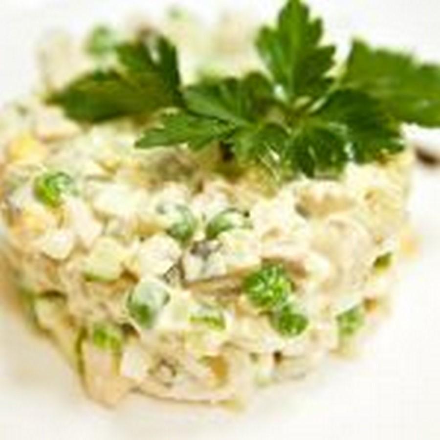 Салат столичный с курицей и солеными огурцами. Классический рецепт