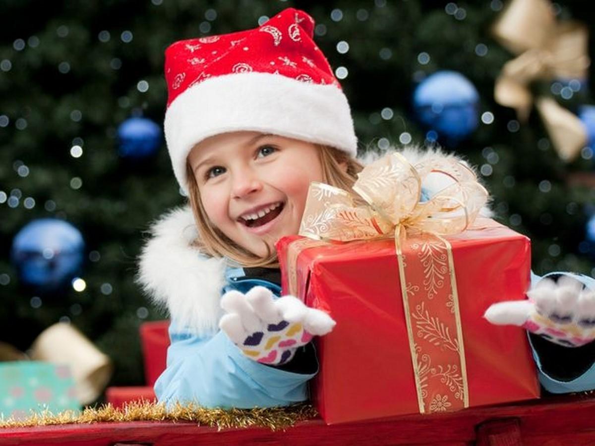 Что интересное и необычное подарить ребенку на Новый год: список лучших новогодних подарков для ребенка