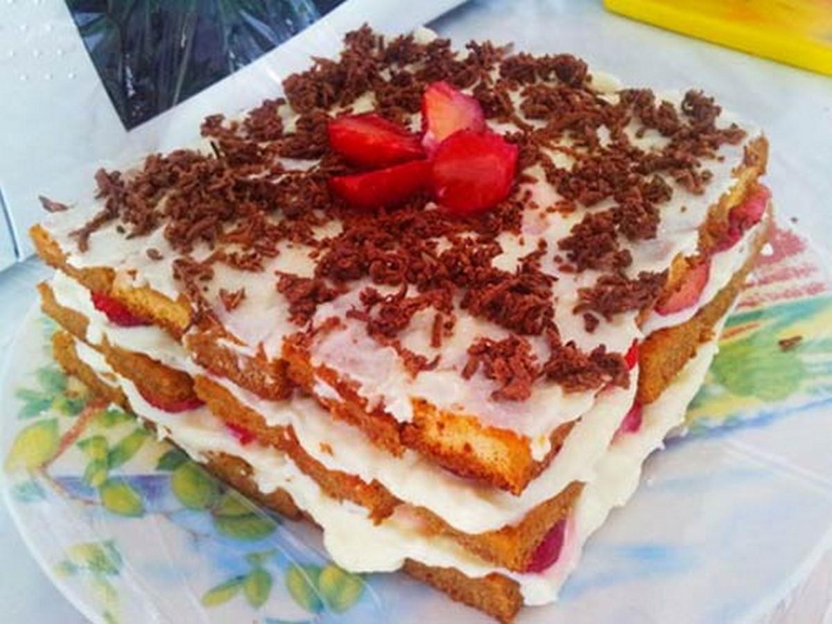 desert-tiramisu-s-klubnikoy-domashniy