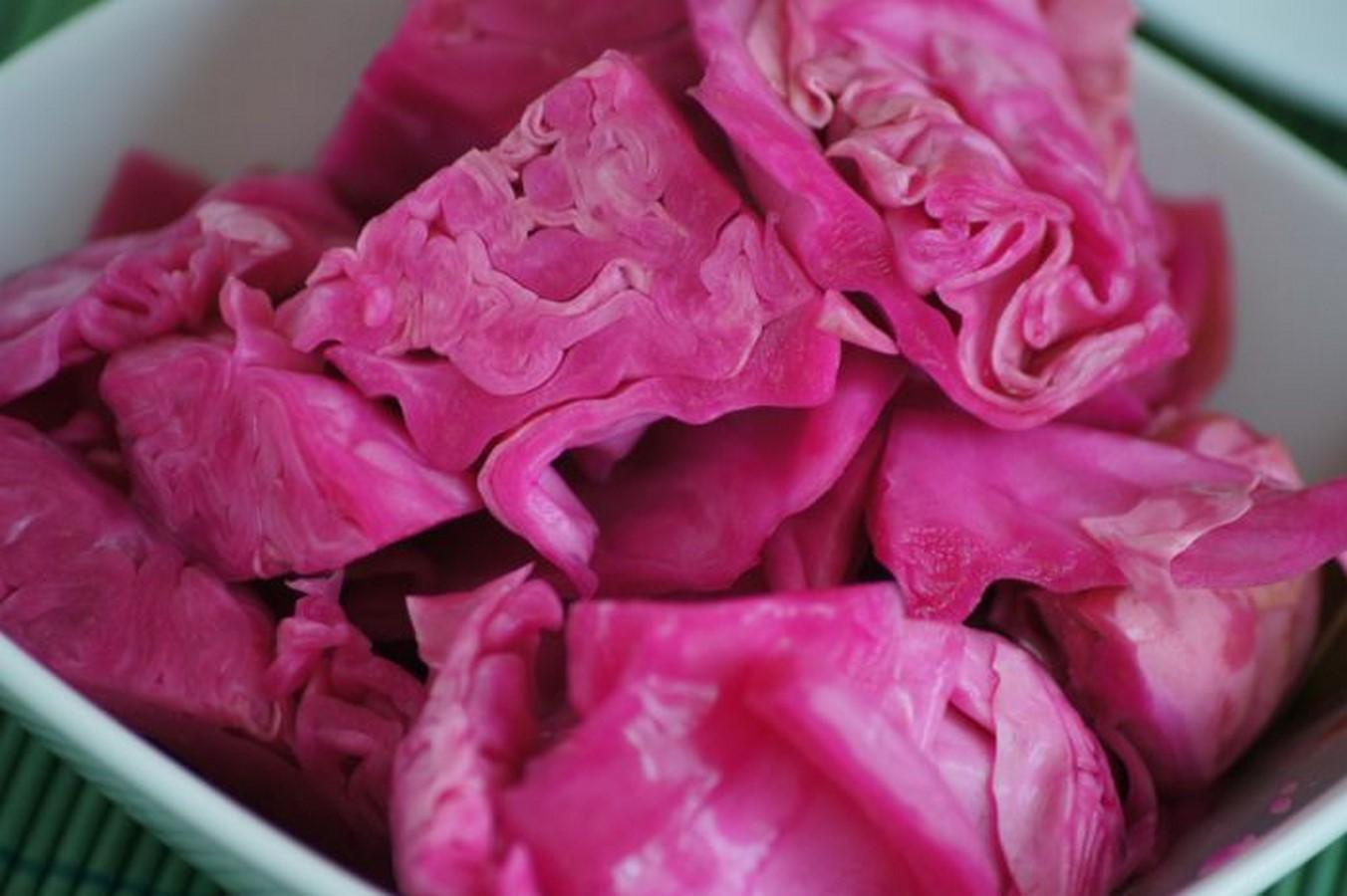 Капуста, маринованная со свеклой — вкусные рецепты быстрого приготовления