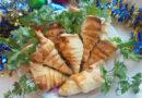 Оригинальная холодная закуска на праздничный стол в виде морковки из слоеного теста с курицей